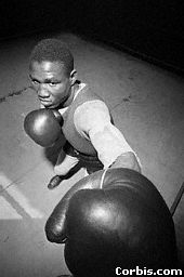 Dick Tiger high angle with glove in camera, new york  city, March 30, 1962